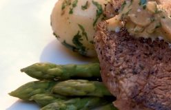 Peppered steak with mushroom sauce and steamed asparagus